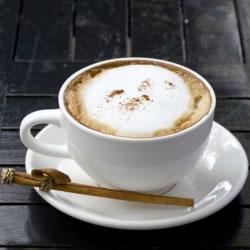 Boisson cappuccino chaude ou frappée