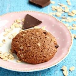 Cookie hyperproteiné chocolat avec des éclats de noisettes