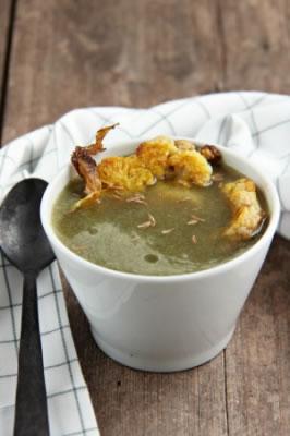 Soupe Au Chou Accompagnee De Chou Fleur Roti